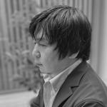 亀川さん白黒2021